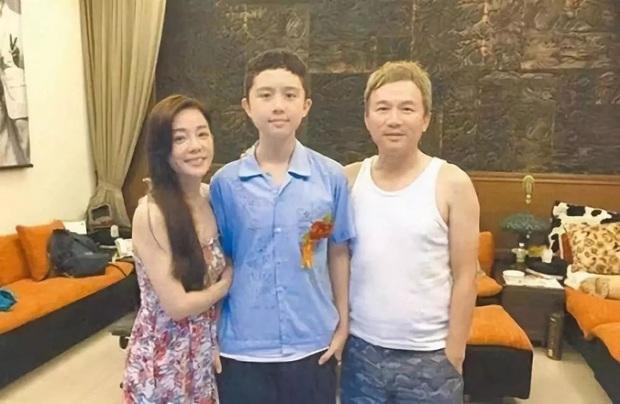 Gia đình bê bối nhất xứ Đài: Mẹ hả hê bắt nạt Lam Khiết Anh, bố quấy rối tình dục, con ở tù Mỹ 8 năm vì tàng trữ vũ khí - Ảnh 10.