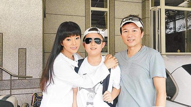 Gia đình bê bối nhất xứ Đài: Mẹ hả hê bắt nạt Lam Khiết Anh, bố quấy rối tình dục, con ở tù Mỹ 8 năm vì tàng trữ vũ khí - Ảnh 2.