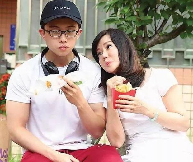Gia đình bê bối nhất xứ Đài: Mẹ hả hê bắt nạt Lam Khiết Anh, bố quấy rối tình dục, con ở tù Mỹ 8 năm vì tàng trữ vũ khí - Ảnh 18.