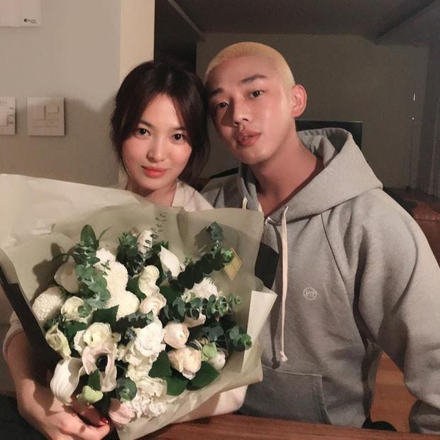 Lần đầu tiên sau vụ ly dị 2000 tỷ, Song Hye Kyo và tài tử Yoo Ah In mới công khai khoe ảnh thân mật thế này - Ảnh 2.