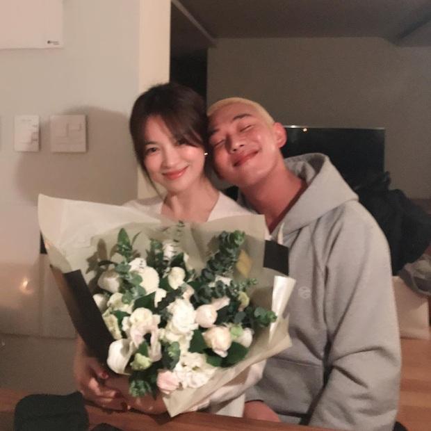 Lần đầu tiên sau vụ ly dị 2000 tỷ, Song Hye Kyo và tài tử Yoo Ah In mới công khai khoe ảnh thân mật thế này - Ảnh 3.