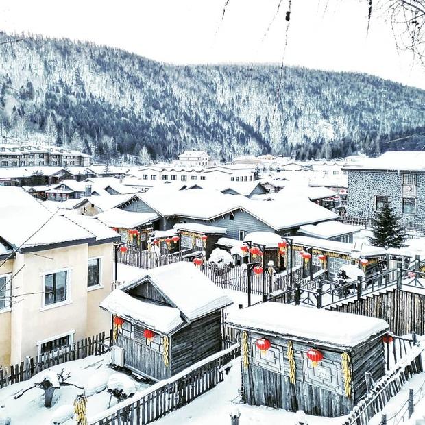 """Ngôi làng tuyết trắng đẹp không thua phim kiếm hiệp ở Trung Quốc, nhìn ảnh trên mạng và ngoài đời quả xứng tầm """"cực phẩm"""" - Ảnh 2."""