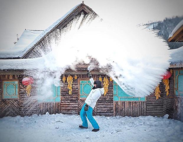 """Ngôi làng tuyết trắng đẹp không thua phim kiếm hiệp ở Trung Quốc, nhìn ảnh trên mạng và ngoài đời quả xứng tầm """"cực phẩm"""" - Ảnh 24."""