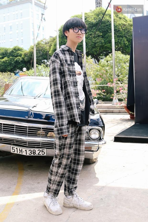 """Street style giới trẻ tại Sole Ex 2019: Không chỉ khoe giày """"chất"""", các bạn trẻ còn lên đồ siêu """"xịn"""", không thiếu ca cực chặt chém - Ảnh 9."""