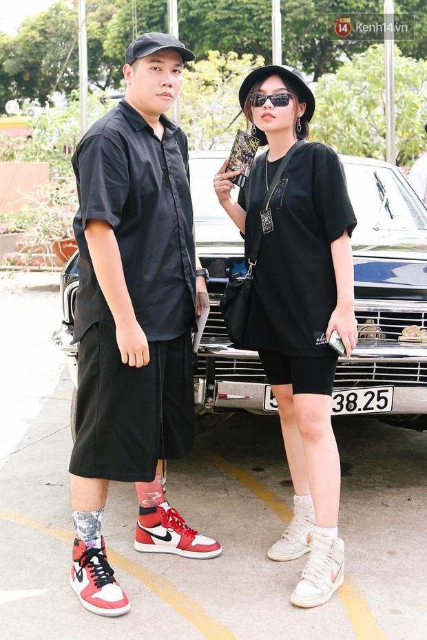 """Street style giới trẻ tại Sole Ex 2019: Không chỉ khoe giày """"chất"""", các bạn trẻ còn lên đồ siêu """"xịn"""", không thiếu ca cực chặt chém - Ảnh 8."""