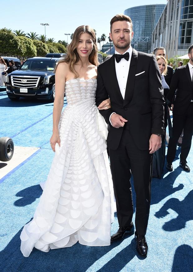 Rộ tin Justin Timberlake ngoại tình, bị bắt gặp không đeo nhẫn cưới và nắm tay thân mật với bạn diễn - Ảnh 4.