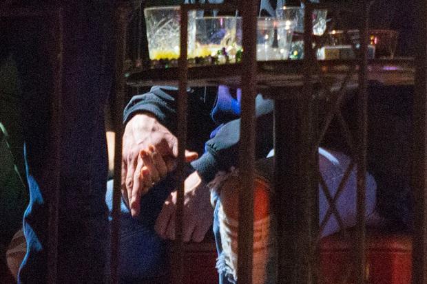 Rộ tin Justin Timberlake ngoại tình, bị bắt gặp không đeo nhẫn cưới và nắm tay thân mật với bạn diễn - Ảnh 1.