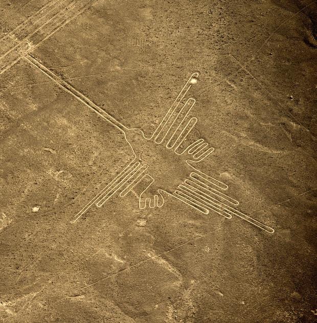 Bí ẩn chỉ thấy từ ảnh chụp vệ tinh: Một loạt hình vẽ siêu to khổng lồ nằm đột ngột giữa sa mạc Peru - Ảnh 2.