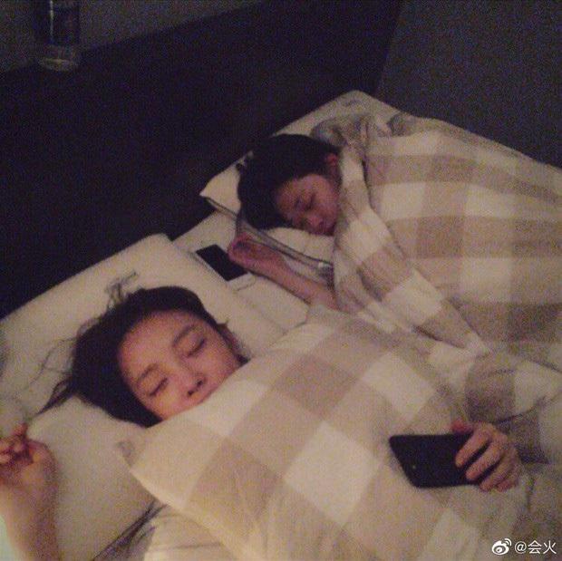 Netizen xót xa chia sẻ lại livestream Goo Hara khóc nức nở xin lỗi Sulli: Những giọt nước mắt bất ổn, lời hứa sống thay em gái không thể thực hiện! - Ảnh 3.