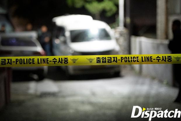 Hình ảnh mới nhất tại nhà riêng của Goo Hara: Cảnh sát vào bên trong khám nghiệm tử thi, triệu tập thêm người có liên quan - Ảnh 1.