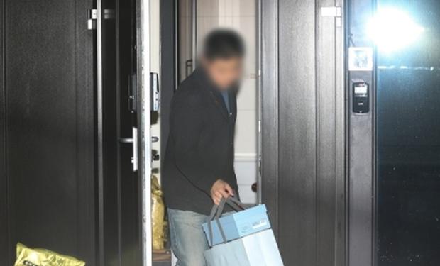 Hình ảnh mới nhất tại nhà riêng của Goo Hara: Cảnh sát vào bên trong khám nghiệm tử thi, triệu tập thêm người có liên quan - Ảnh 4.