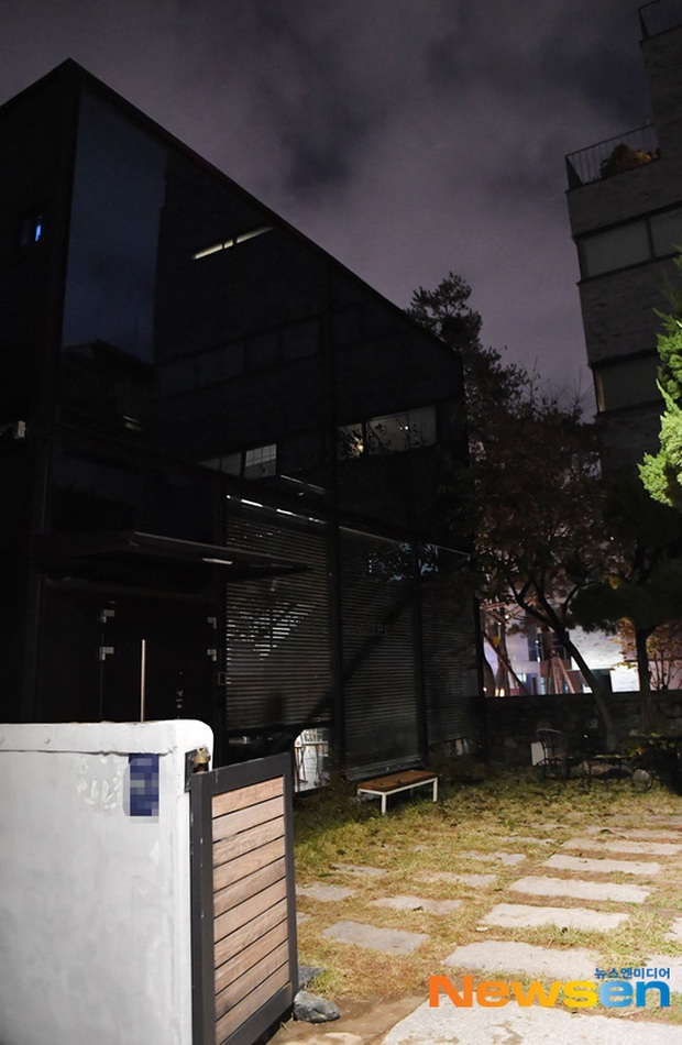 Hình ảnh mới nhất tại nhà riêng của Goo Hara: Cảnh sát vào bên trong khám nghiệm tử thi, triệu tập thêm người có liên quan - Ảnh 8.