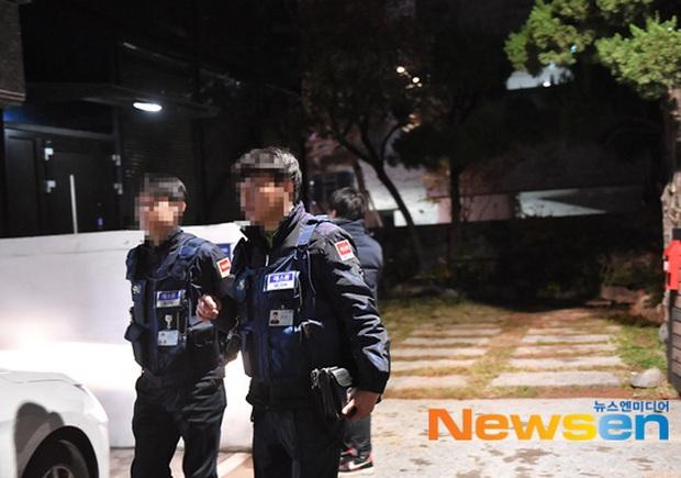 Hình ảnh mới nhất tại nhà riêng của Goo Hara: Cảnh sát vào bên trong khám nghiệm tử thi, triệu tập thêm người có liên quan - Ảnh 9.