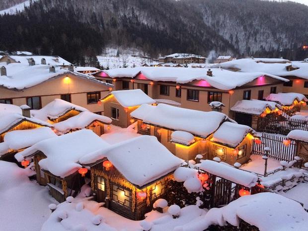"""Ngôi làng tuyết trắng đẹp không thua phim kiếm hiệp ở Trung Quốc, nhìn ảnh trên mạng và ngoài đời quả xứng tầm """"cực phẩm"""" - Ảnh 4."""