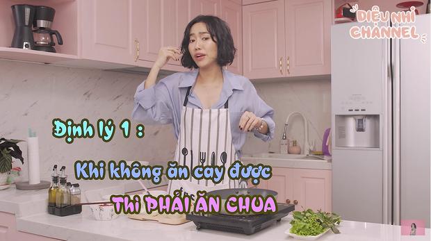 Đến quỳ với Diệu Nhi: Bị nghiệp quật trên chính show nấu ăn của mình lại còn chống chế bằng định lý về vị chua khiến khán giả cười lăn cười bò - Ảnh 3.