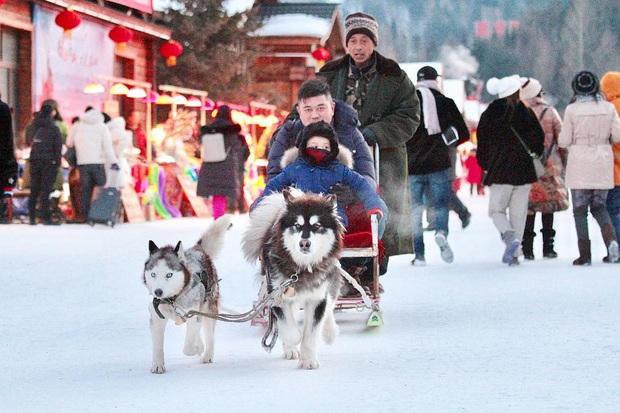 """Ngôi làng tuyết trắng đẹp không thua phim kiếm hiệp ở Trung Quốc, nhìn ảnh trên mạng và ngoài đời quả xứng tầm """"cực phẩm"""" - Ảnh 12."""
