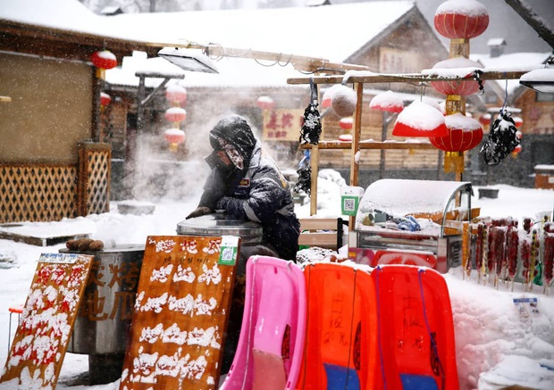 """Ngôi làng tuyết trắng đẹp không thua phim kiếm hiệp ở Trung Quốc, nhìn ảnh trên mạng và ngoài đời quả xứng tầm """"cực phẩm"""" - Ảnh 13."""