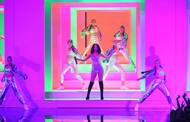 Vắng bóng BTS, đến sân khấu huyền thoại của Taylor Swift cũng không cứu nổi ratings chạm đáy vực của AMA 2019 - Ảnh 4.