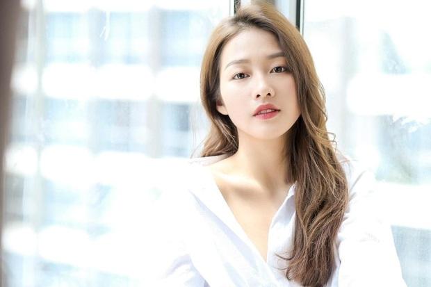 Khả Ngân bất ngờ xuất hiện trong 100 gương mặt đẹp nhất châu Á, vẻ đẹp thanh thoát, thần thái khó chê thế này bảo sao lọt top! - Ảnh 4.