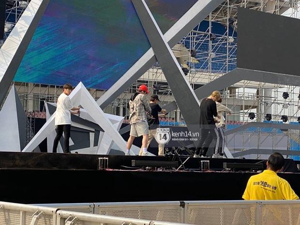 ĐỘC QUYỀN: Clip Zico, MOMOLAND và SNUPER tổng duyệt tại SVĐ Mỹ Đình chuẩn bị cho sân khấu AAA 2019 - Ảnh 8.
