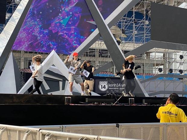 ĐỘC QUYỀN: Clip Zico, MOMOLAND và SNUPER tổng duyệt tại SVĐ Mỹ Đình chuẩn bị cho sân khấu AAA 2019 - Ảnh 7.