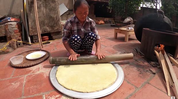 Lại thất bại trong màn làm đồ ăn siêu to khổng lồ, bà Tân nhanh chóng chữa cháy để cứu chiếc bánh khoai - Ảnh 6.