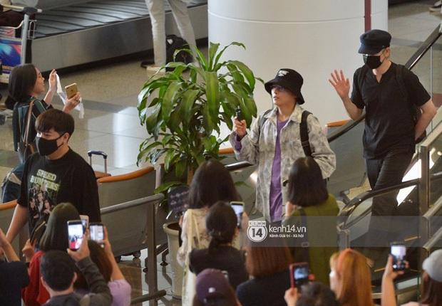 Máu như fan Việt đu idol đến dự AAA tại sân bay Nội Bài: Người tranh thủ học bài ôn thi, người ngủ gục vì chờ 10 tiếng - Ảnh 3.