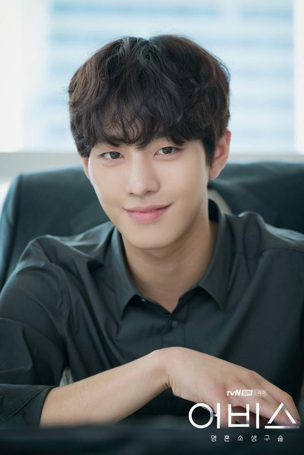 Khoảnh khắc đẹp mê của mĩ nam AAA ăn bún bò Ahn Hyo Seop: Cười lên cưng xỉu, cởi áo khiến chị em mất máu - Ảnh 5.