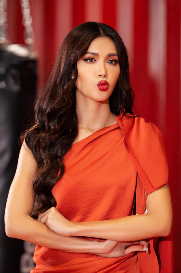 Minh Tú chu môi tại Hoa hậu Hoàn vũ VN làm khán giả nhớ tới... Lan Khuê - Ảnh 1.