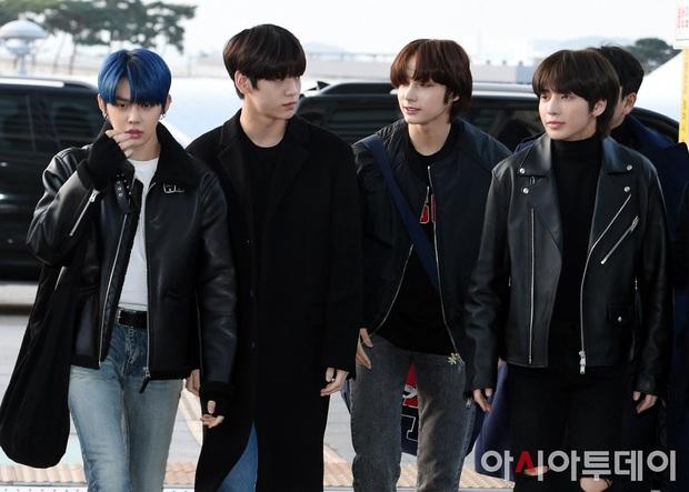 Dàn sao từ Hàn sang Hà Nội dự AAA sáng nay: Yoona buồn bã, Jang Dong Gun, GOT7 vừa khởi hành, sân bay đầy không khí đau thương - Ảnh 9.