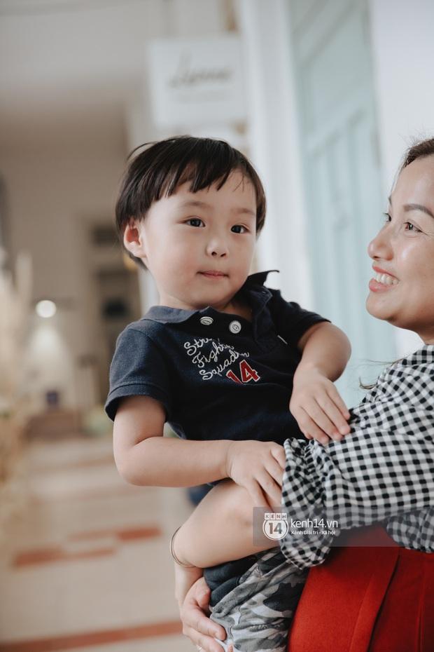 """Trò chuyện độc quyền với mẹ con Youtuber Quỳnh Trần - bé Sa: """"Thời gian đầu ông xã còn sợ mình làm khùng làm điên trên mạng không ai coi!"""" - Ảnh 4."""