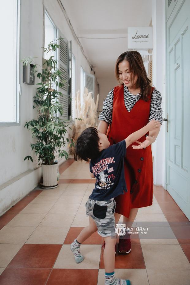 """Trò chuyện độc quyền với mẹ con Youtuber Quỳnh Trần - bé Sa: """"Thời gian đầu ông xã còn sợ mình làm khùng làm điên trên mạng không ai coi!"""" - Ảnh 18."""