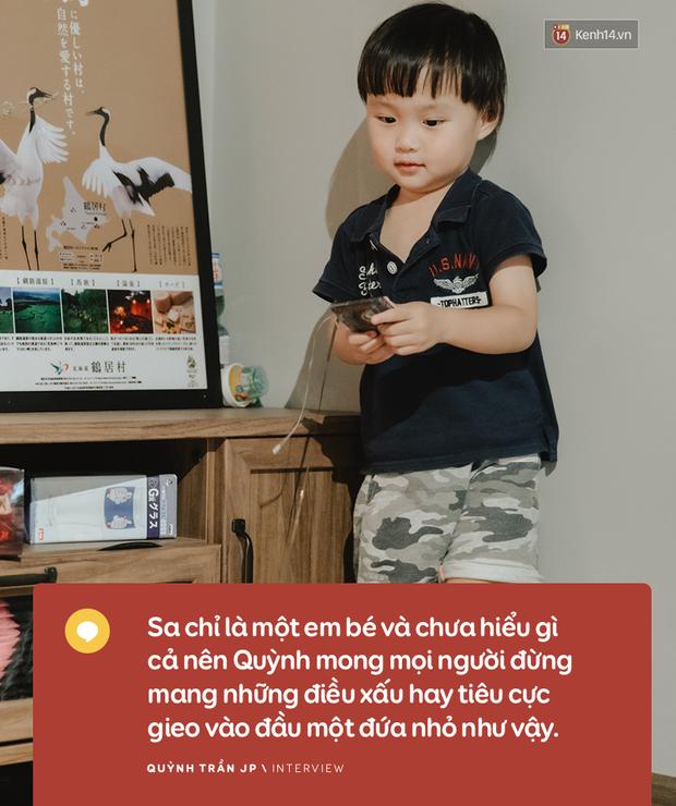 """Trò chuyện độc quyền với mẹ con Youtuber Quỳnh Trần - bé Sa: """"Thời gian đầu ông xã còn sợ mình làm khùng làm điên trên mạng không ai coi!"""" - Ảnh 14."""