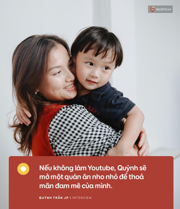 """Trò chuyện độc quyền với mẹ con Youtuber Quỳnh Trần - bé Sa: """"Thời gian đầu ông xã còn sợ mình làm khùng làm điên trên mạng không ai coi!"""" - Ảnh 16."""