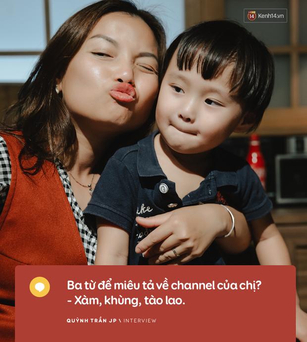 """Trò chuyện độc quyền với mẹ con Youtuber Quỳnh Trần - bé Sa: """"Thời gian đầu ông xã còn sợ mình làm khùng làm điên trên mạng không ai coi!"""" - Ảnh 7."""