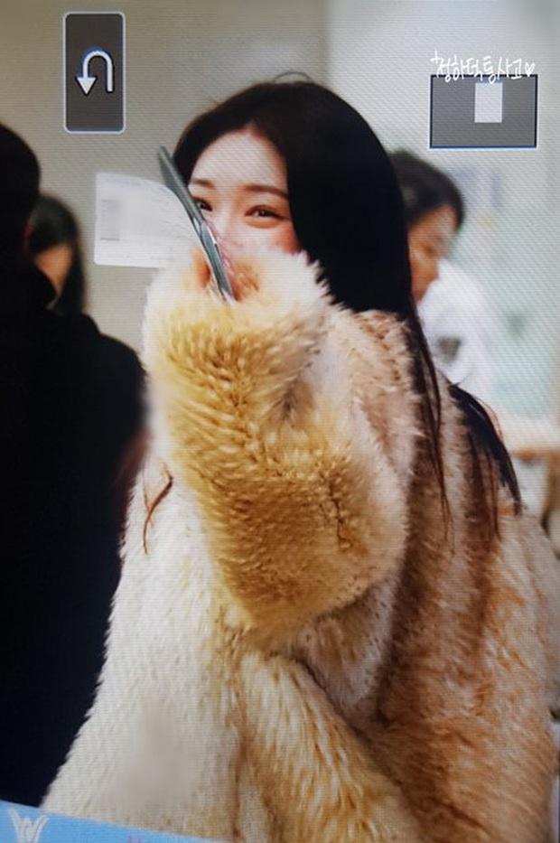 Dàn sao từ Hàn sang Hà Nội dự AAA sáng nay: Yoona buồn bã, Jang Dong Gun, GOT7 vừa khởi hành, sân bay đầy không khí đau thương - Ảnh 26.