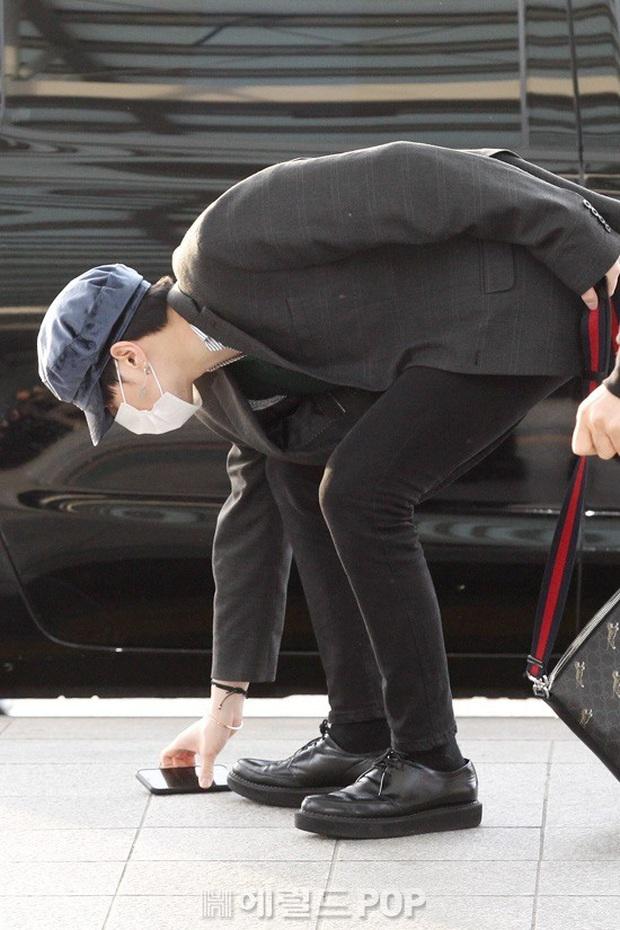 Dàn sao từ Hàn sang Hà Nội dự AAA sáng nay: Yoona buồn bã, Jang Dong Gun, GOT7 vừa khởi hành, sân bay đầy không khí đau thương - Ảnh 4.