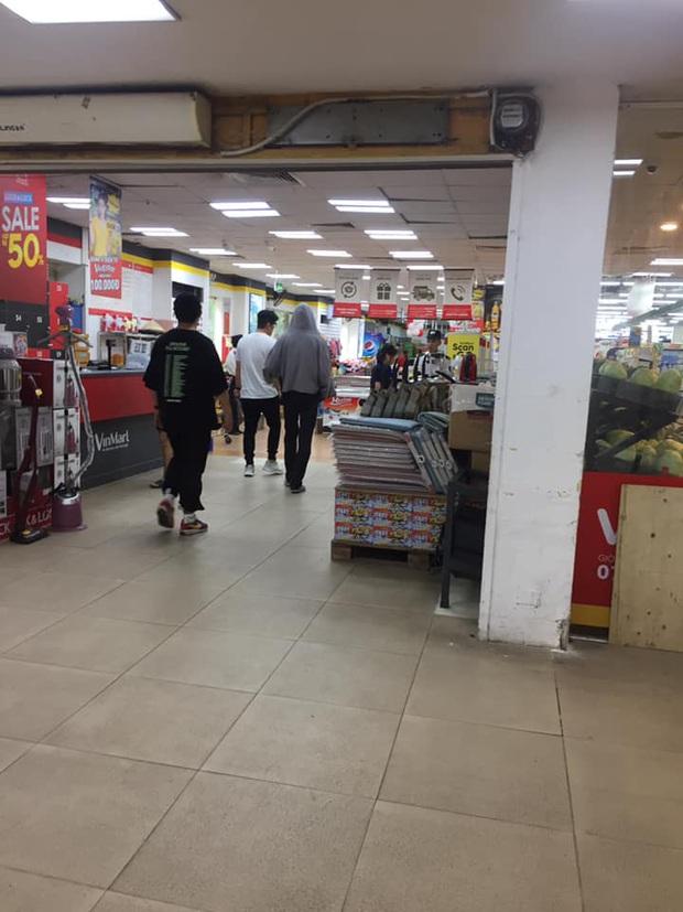 Vừa đến dàn sao Hàn đã thi nhau đi ăn vặt tại Hà Nội: Zico xếp hàng mua trà sữa, GOT7 và tài tử đình đám lượn siêu thị - Ảnh 2.