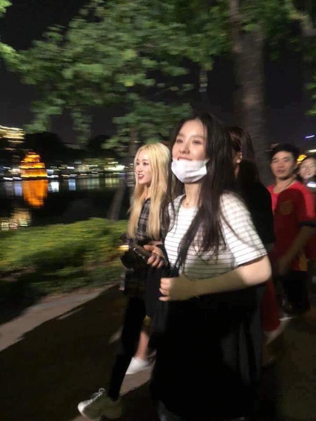 Vừa đến dàn sao Hàn đã thi nhau đi ăn vặt tại Hà Nội: Zico xếp hàng mua trà sữa, GOT7 và tài tử đình đám lượn siêu thị - Ảnh 10.