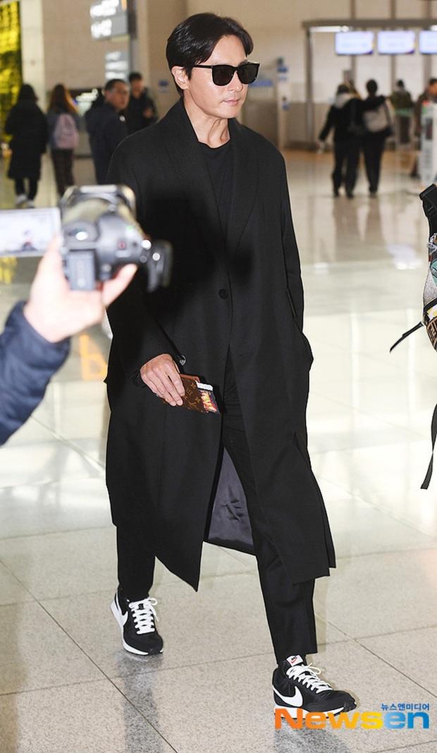 Dàn sao từ Hàn sang Hà Nội dự AAA sáng nay: Yoona buồn bã, Jang Dong Gun, GOT7 vừa khởi hành, sân bay đầy không khí đau thương - Ảnh 1.