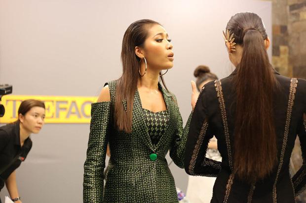 Minh Tú chu môi tại Hoa hậu Hoàn vũ VN làm khán giả nhớ tới... Lan Khuê - Ảnh 3.