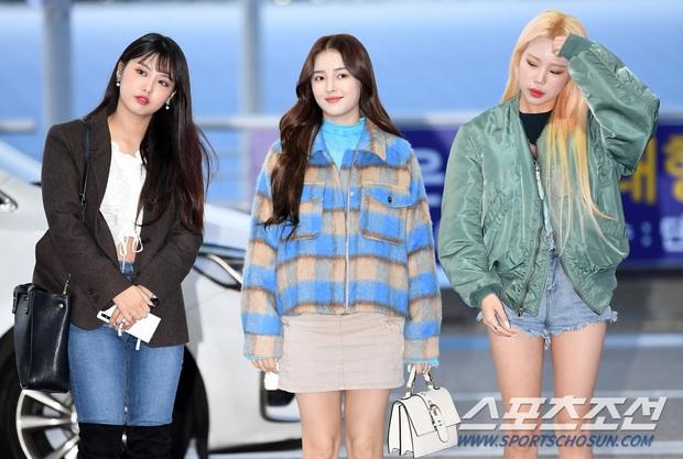 Dàn sao từ Hàn sang Hà Nội dự AAA sáng nay: Yoona buồn bã, Jang Dong Gun, GOT7 vừa khởi hành, sân bay đầy không khí đau thương - Ảnh 18.