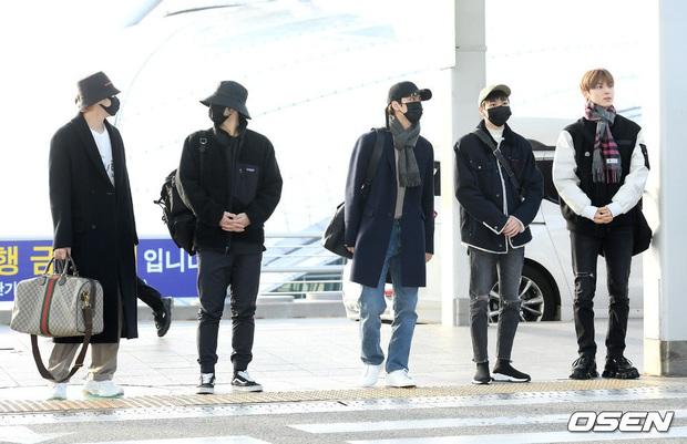 Dàn sao từ Hàn sang Hà Nội dự AAA sáng nay: Yoona buồn bã, Jang Dong Gun, GOT7 vừa khởi hành, sân bay đầy không khí đau thương - Ảnh 13.