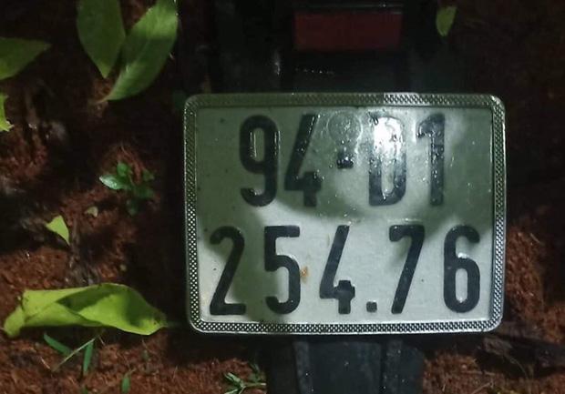 Nam thanh niên nằm chết bên cạnh chiếc xe máy trong bồn hoa ở vòng xoay - Ảnh 2.