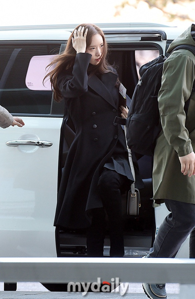 Yoona xuất hiện nhanh như chớp vẫn khiến sân bay Việt vỡ trận vì nhan sắc xinh đẹp xứng danh nữ thần Kbiz! - Ảnh 9.