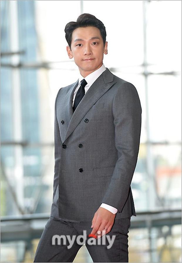 Lễ trao giải Văn hóa Hàn Quốc: Ông bố hai con Bi Rain tái xuất cực phong độ, hầu hết các sao đều chọn trang phục tối màu sau sự ra đi của Goo Hara - Ảnh 2.