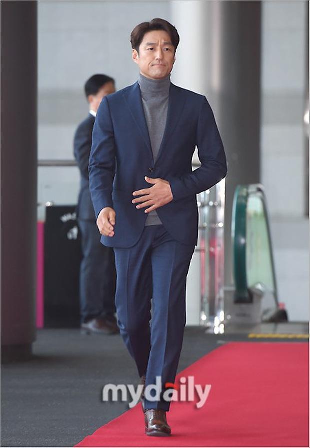 Lễ trao giải Văn hóa Hàn Quốc: Ông bố hai con Bi Rain tái xuất cực phong độ, hầu hết các sao đều chọn trang phục tối màu sau sự ra đi của Goo Hara - Ảnh 12.