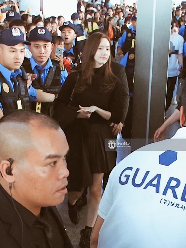 Yoona xuất hiện nhanh như chớp vẫn khiến sân bay Việt vỡ trận vì nhan sắc xinh đẹp xứng danh nữ thần Kbiz! - Ảnh 3.