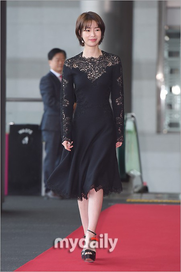 Lễ trao giải Văn hóa Hàn Quốc: Ông bố hai con Bi Rain tái xuất cực phong độ, hầu hết các sao đều chọn trang phục tối màu sau sự ra đi của Goo Hara - Ảnh 3.