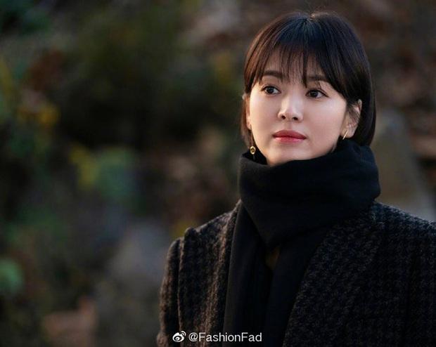 Song Hye Kyo khi để tóc ngắn ngủn: Người khen đẹp, người kêu nam tính, thậm chí còn giống Lee Min Ho? - Ảnh 4.